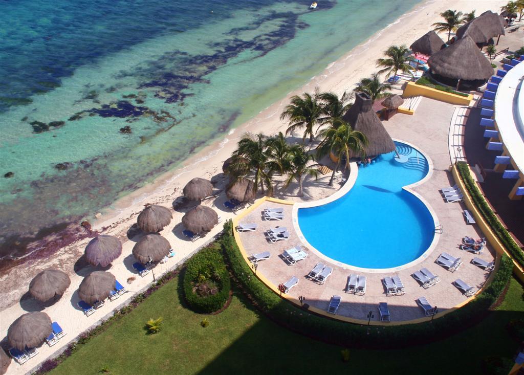 Adult pool at the Melia Hotel
