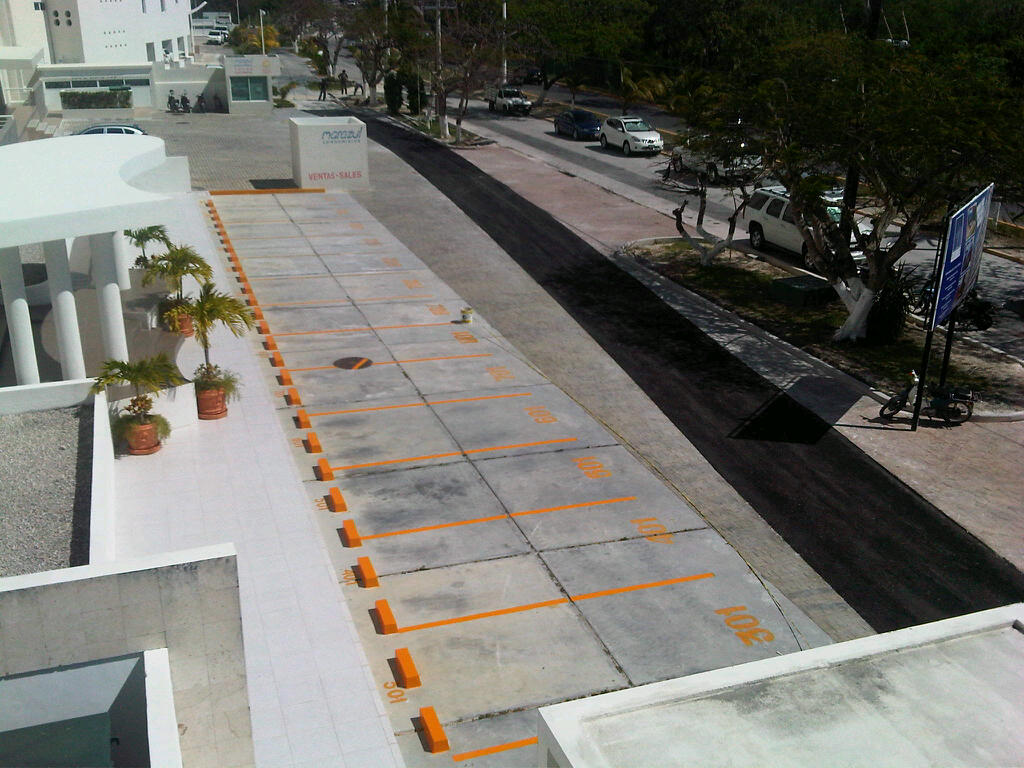 Cozumel: Nah Ha parking lot