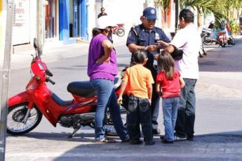 Cozumel moto-family gets a ticket