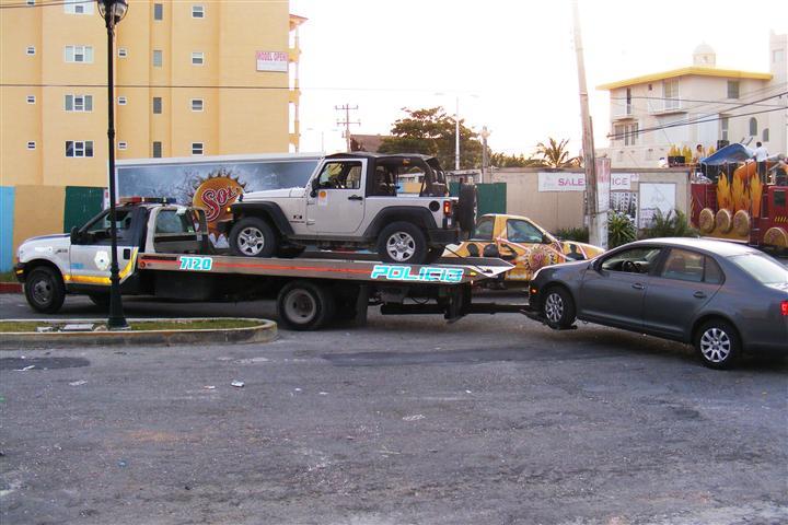 El Tiburon hauls off parking violators